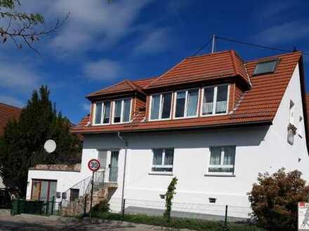 Freistehendes Zweifamilienhaus in bevorzugter Lage von Frankfurt (071)