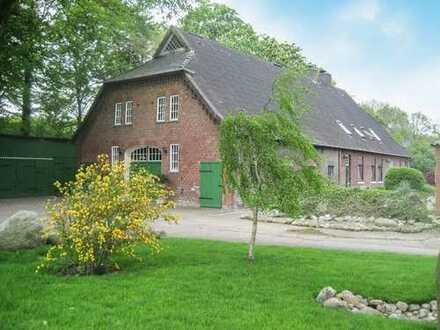 Großzügiges Niedersachsenhaus mit individuellem Grundstück - weitläufige Weideflächen in Pacht mögl.