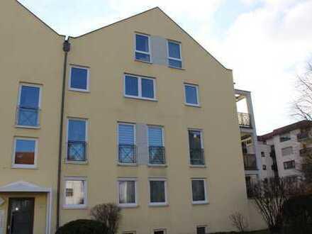 3-Zimmer Wohnung, hell, ruhig gelegen, Balkon, EBK, TG-Stellplatz