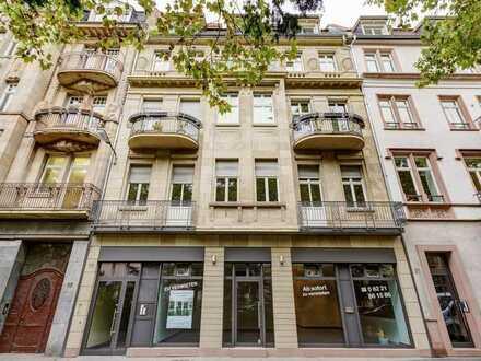 Schöne helle Eigentumswohnung mit 2 Balkonen, Schlossblick und Fahrstuhl direkt in die Wohnung