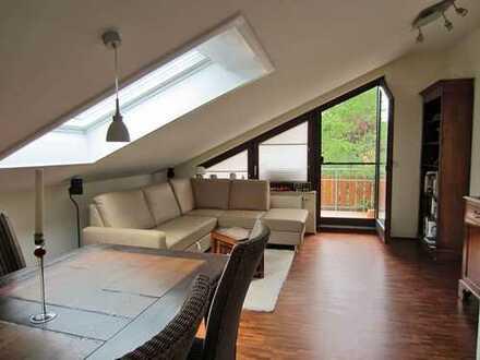 Möblierte 2,5-Zimmer-Dachgeschosswohnung mit Balkon und EBK in Heilbronn (Kreis)