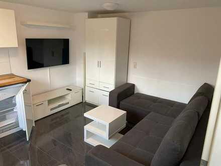 Exklusive, modernisierte 1-Zimmer-Erdgeschosswohnung mit Balkon und Einbauküche in Oberesslingen