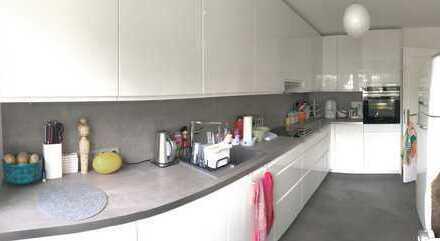 Traumhaftes freistehendes Familien-Domizil mit 8 Zimmern auf 1.900 m² Grundstück!