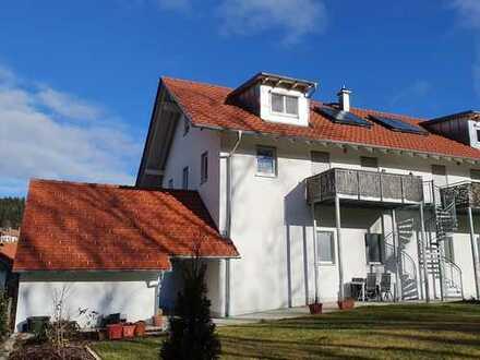 Großzügige Neubauwohnung mit Balkon und Garten (Garage + Stellplätze)
