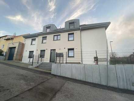 Neuwertige Eigentumswohnung mit tollem Weitblick und gehobener Ausstattung in Wenzenbach