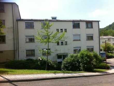 Gepflegte 3-Zimmer-Wohnung mit Balkon und Einbauküche in Neckargemünd
