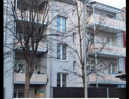 **Modernes Wohnen im 3-Zimmer Wohnung im Altbau mit Balkon in Guter-Lage nähe Carre/Bad Cannstatt**