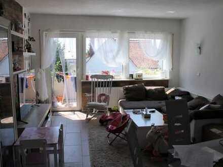 Schön geschnittene 3 Zimmer Wohnung mit Balkon und Garage