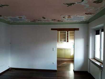 Stilvolle, sanierte 2,5-Zimmer-Maisonette-Wohnung mit Balkon und EBK in Memmingen
