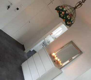Schönes Zimmer in einer neu renovierten Wohnung