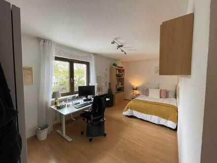 1 Zimmer in helle 4-Zimmer-WG mit schönem Balkon