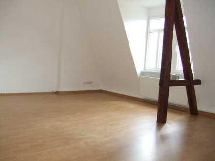 Großzügige 4-Raum DG Wohnung im Zentrum