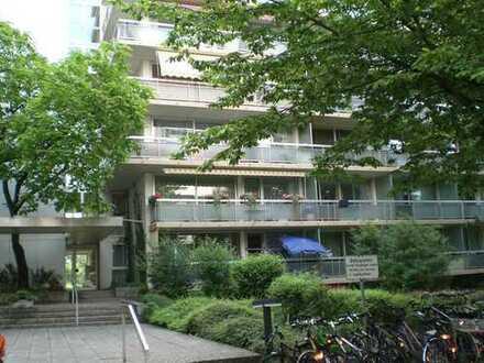 Kapitalanlage, attraktive, ruhige Whg, 5. OG, gr. Balkon, Parkett, EBK, Schwimmbad-Sauna
