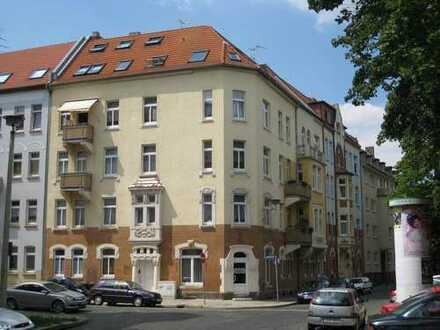 Helle 4 Raum-Wohnung mit Balkon für Familie oder 3er-WG