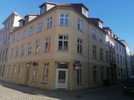 Drei-Zimmer-Dachgeschoss- Wohnung mit Balkon in der Stralsunder Altstadt