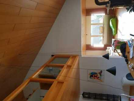 Zimmer frei in Maisonette-Wohnung mit großer Dachterasse in Offenbach