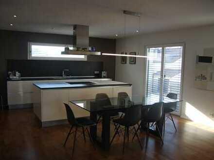 Neuwertige Wohnung mit vier Zimmern sowie Balkon und EBK in Ingolstadt