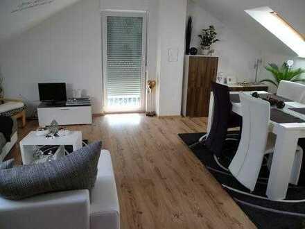 Gepflegte 2-Raum-Dachgeschosswohnung mit Balkon in Heßheim