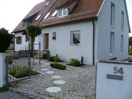 Sehr schöne Doppelhaushälfte mit vier Zimmern und Einbauküche in Bobingen, Bobingen