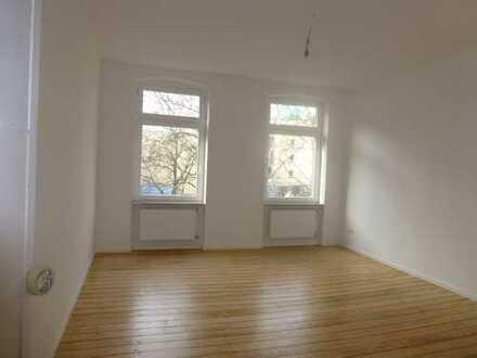 Komplett sanierte 3 ZKB mit original Dielenböden und Wohnküche in stilvollem Altbau!