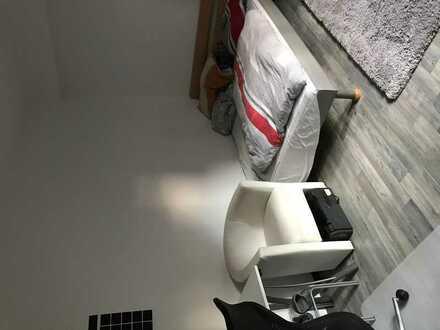 Großes Zimmer in 2er WG (vorerst vom 01.08-01.10 - evtl 1-2 Monate mehr)