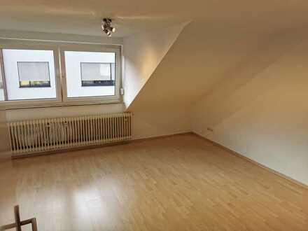 Vollständig renovierte Dachgeschosswohnung mit zwei Zimmern und EBK in Aalen-Unterkochen