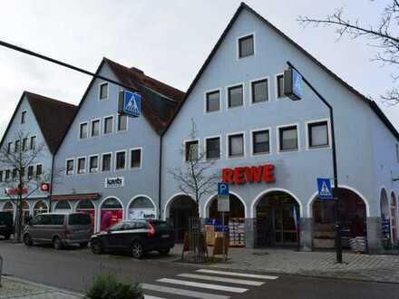 Großzügige Bürofläche mit 4 Einzelbüros, Aufzug und zwei Stellplätzen im Zentrum von Pfaffenhofen!