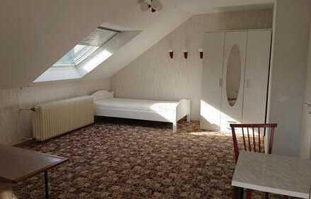 Möbliertes Einzelzimmer in 2er WG in schöner Wohnlage mit kl. Balkon in Wörth-Dorschberg Nähe Stadtb