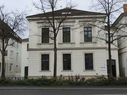 Oldenburg, Theaterwall: Bürofläche in denkmalgeschütztem Haus