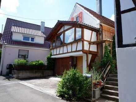 Schönes Einfamilienhaus mit EBK, Wintergarten, sep. Scheune sowie Garage in 71093 Breitenstein