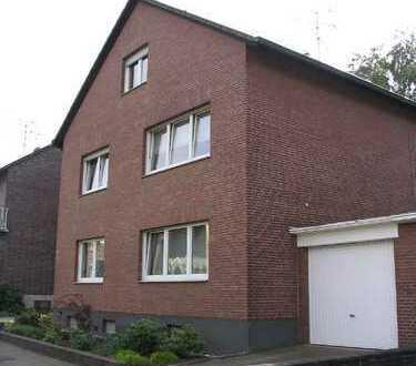 DG-Wohnung (kaum Schrägen!) in familiärem 3-Fam-Haus in BM-Büsdorf (von privat)