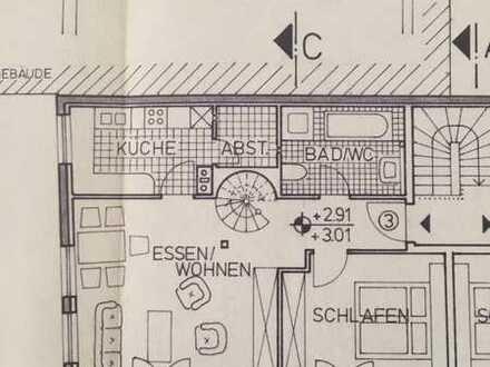Modernisierte Maisonette-Wohnung mit vier Zimmern und Balkon in Ochsenfurt OT Goßmannsdorf