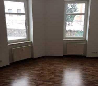 Günstige, gepflegte 2-Zimmer-Wohnung mit Einbauküche in Lichtentanne
