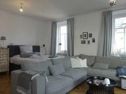 Nähe Rotkreuzplatz - großzügige, ruhige 1-Zimmer Whg mit Wohnküche (EBK) - Fischgrätparkett - Balkon