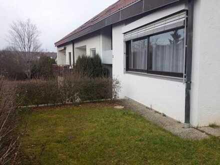 Sehr großzügige, helle 2,5 Zimmer-Wohnung mit Einbauküche, großer Terrasse und Garten