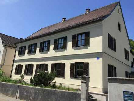 Schöne große 4-Zi-Wohnung, ebenerdig, in historischem Zweifam.haus