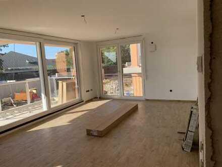 Moderne und geräumige Neubaumietwohnung in Gniebel mit Balkon