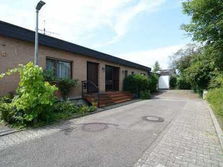 großzügiges Einfamilienhaus mit abgeschirmtem Innenhofgarten in ruhiger Lage
