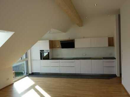 Erstbezug: Exklusive 2-Zimmer-DG-Wohnung mit Einbauküche, Klimaanlage und Balkon in Fürth