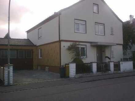 Haus in Augsburg, Lechhausen, renovierungsbedürftig mit großem Garten