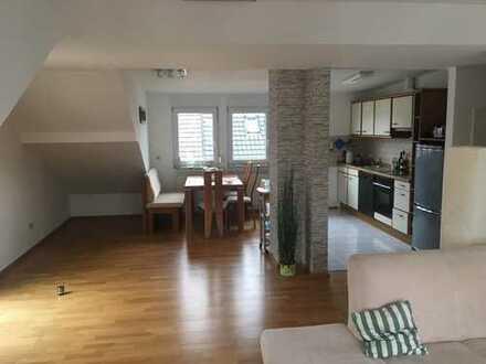 Gepflegte 2-Zimmer-DG-Wohnung mit Balkon und EBK in Sinzheim