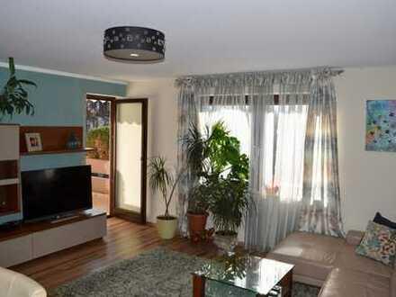 Großzügige 2-Zimmer-Wohnung mit Balkon und EBK in Augsburg