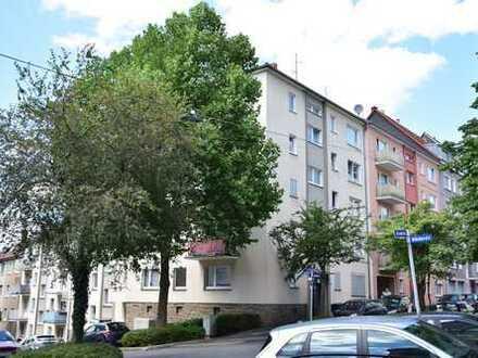 Frisch renovierte und gut geschnittene 3-Zimmer-Wohnung mit Balkon in zentraler, aber ruhiger Lage