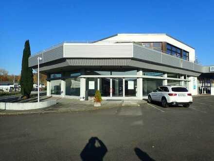 Ausstellungshalle mit Büroräumen im Süden von Coburg