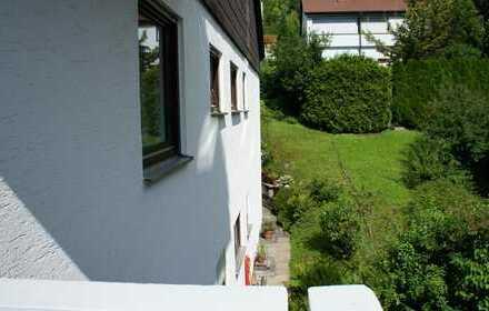 3,5 Zimmer Wohnung 90m², saniert, Südlage, EBK, Garage, 2x Balkone, gehobene Ausstattung, Badmöbel