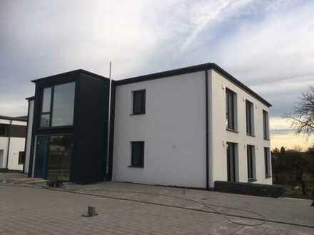 Erstbezug: Sonnige 3-Zimmer-Wohnung mit EBK und Balkon in Neukirchen vorm Wald