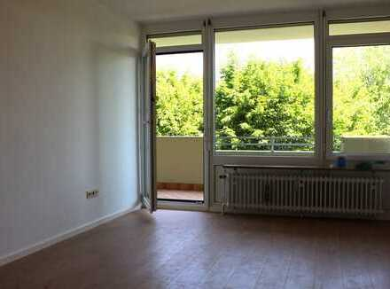 Gemütliche und sanierte 2 Zimmer Whg. mit Hobbyraum und TG in Puchheim