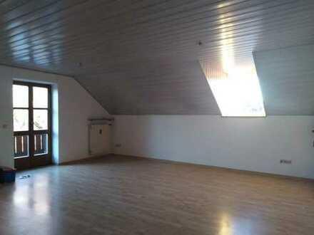 Lichtdurchflutete, 4-Zimmer-Dachgeschosswohnung mit Balkon in ruhiger Lage in Erding