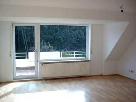 Schöne 4,5 Zimmerwohnung mit Balkon und Waldblick in Eppinghoven