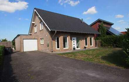 RESERVIERT !! Freistehendes Einfamilienhaus mit Garage(9x3M)